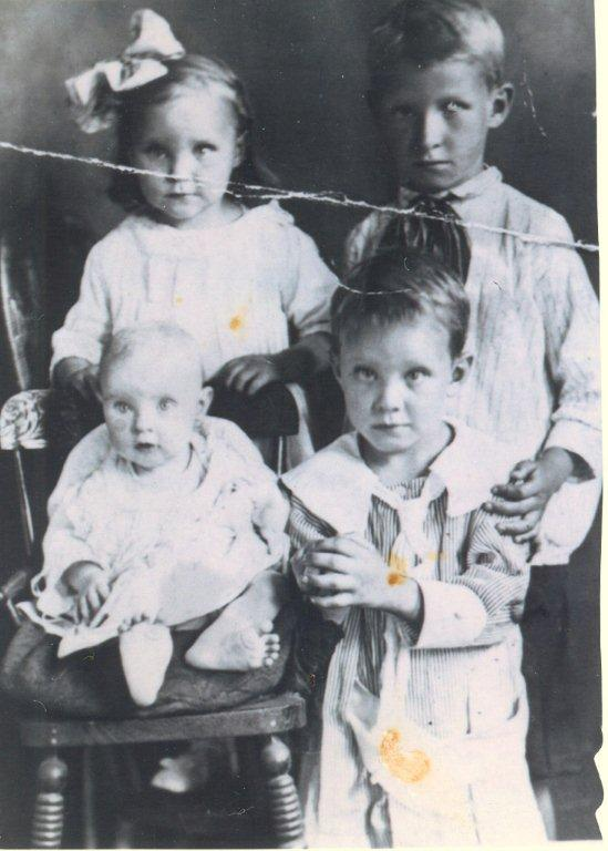 Isabel and her siblings in 1919